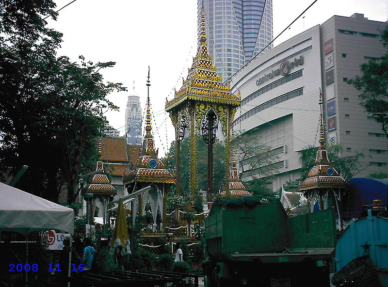 Wat Pathum Wanaram, Bangkok  Adventure in Thailand