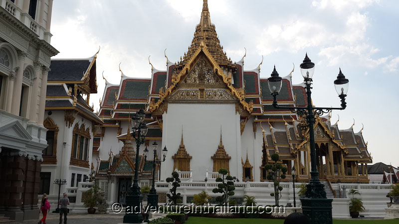 Temple of the Emerald Buddha (Wat Phra Kaew) and Grand ...